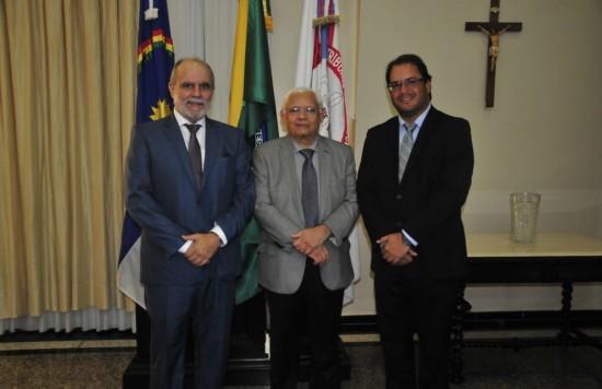 Deputado Waldemar Borges com o presidente do TJPE, Des. Adalberto Melo, e o prefeito de Pedra, Osório Filho.
